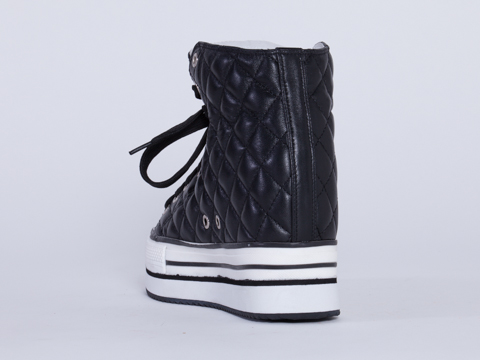 Kobe Husk In Black Quilted Imint Chaser