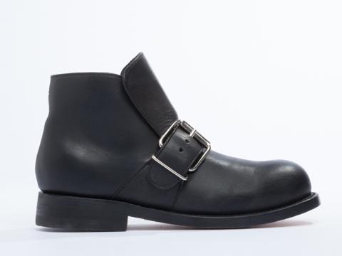 NaNa X Solestruck In Black Leather John