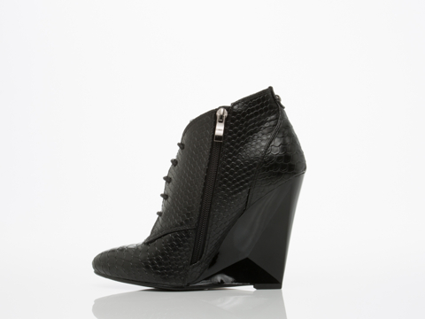 Takeout In Black Croc Williams