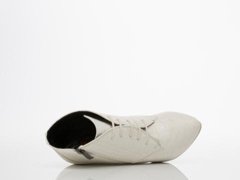 Takeout In White Croc Williams