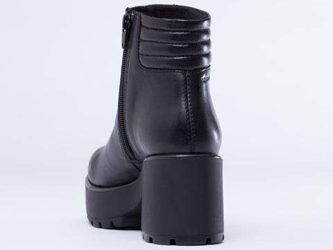 Vagabond In Black Dioon Boot 401