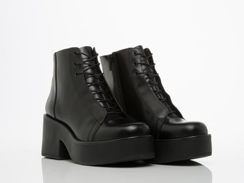 Vagabond In Black Emma 3845 004