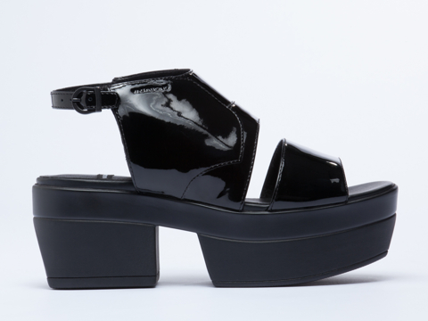 Vagabond In Black Patent Lindi 160