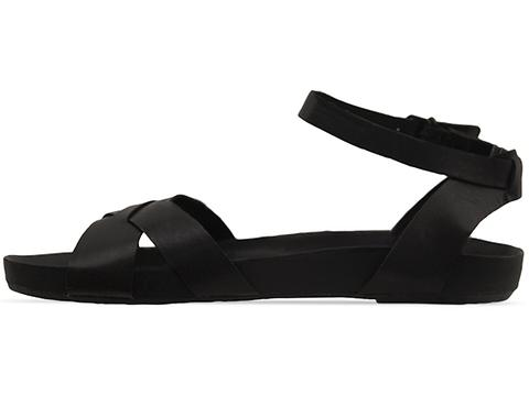 Vagabond In Black Melia 001