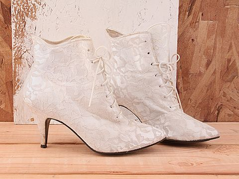 Vintage In White No. 172 1980s White Lace Bootie Size 7