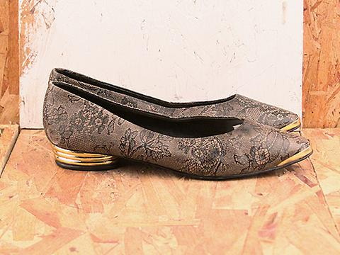 Vintage In black lace No. 555 Lace Pattern Pump with Golden Heel Size 8