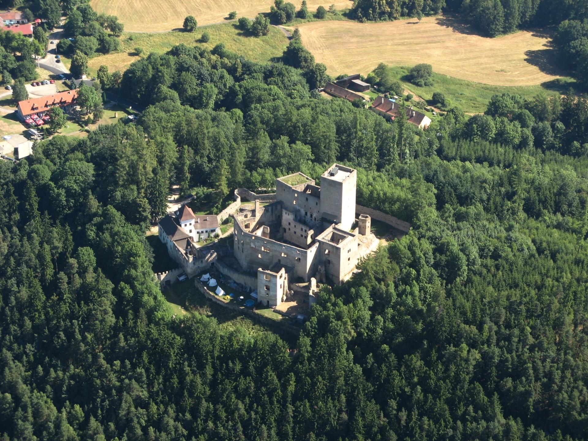 Original hrad land tejn  star  m sto pod land tejnem