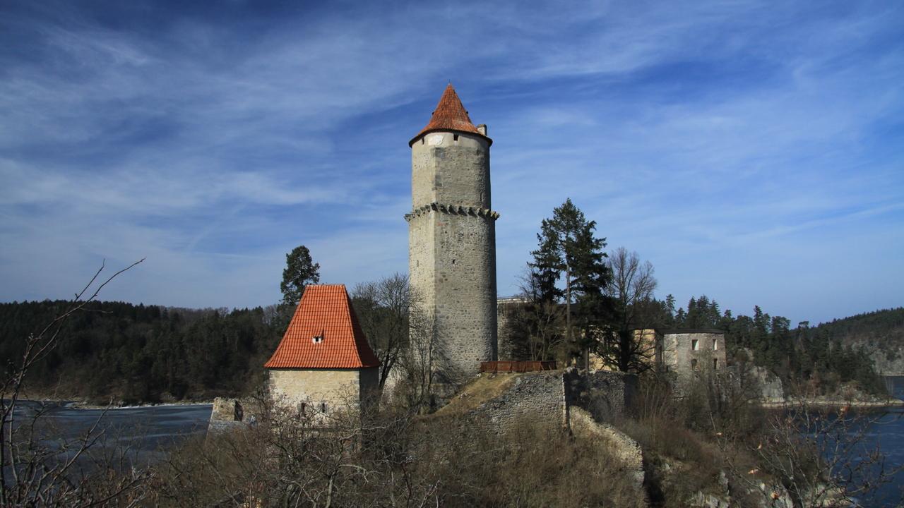 Landscape thumb zv kov castle in spring 2011  6