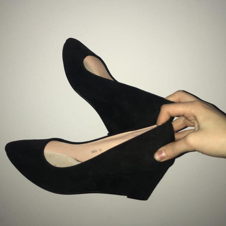 Eleganckie buty na koturnie