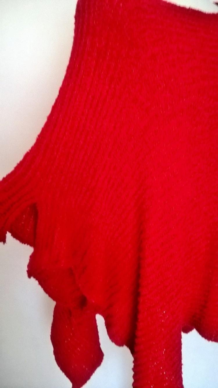 Miękke ciepłe  czerwone ponczo