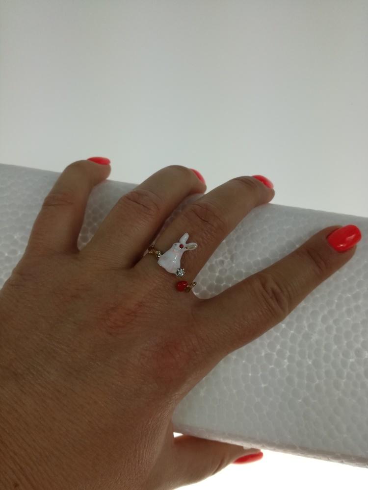 Piękny pierścionek z króliczkiem
