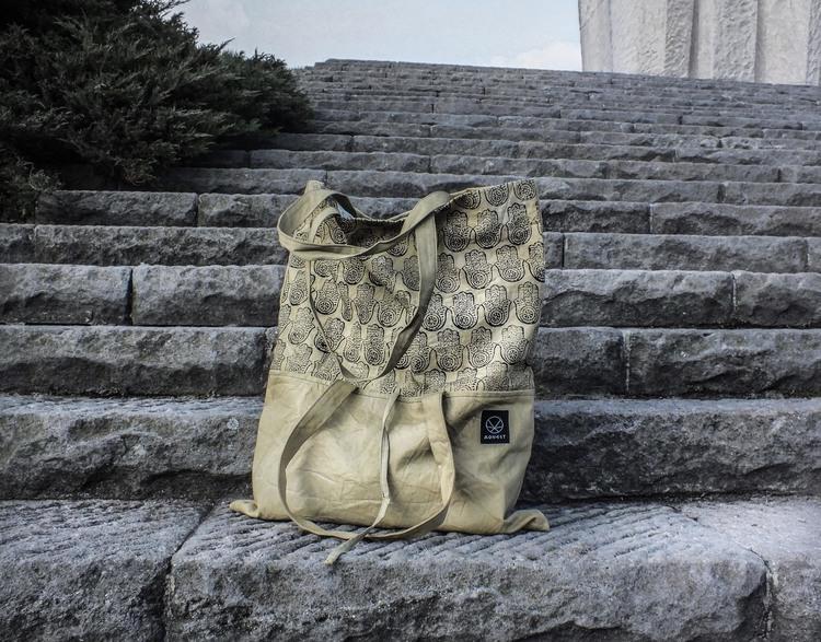 Ręcznie farbowana pojemna torebka z printem hamsa