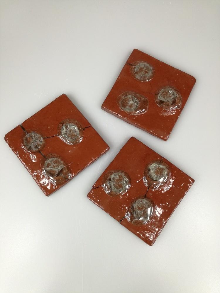 Zestaw  trzech dekorów ceramicznych