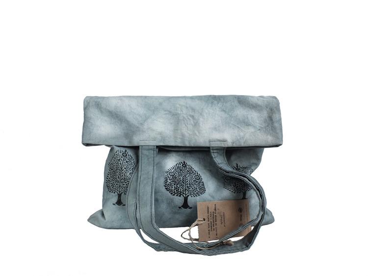 Szara torebka z autorskim wzorem