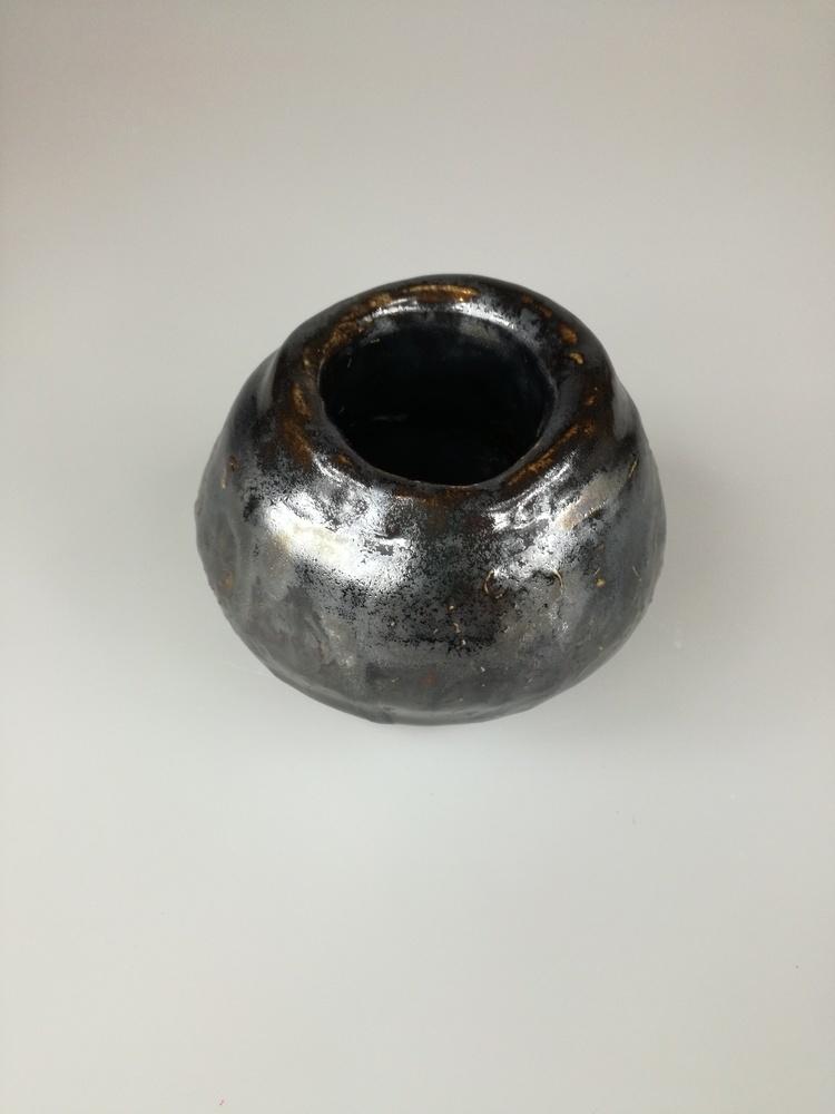 Metaliczny wazonik bańka by Lady Kate