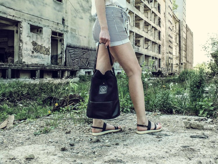 Czarna torebka eko zamsz