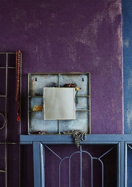Madam Stoltz - Lustro ścienne z półkami i szafką