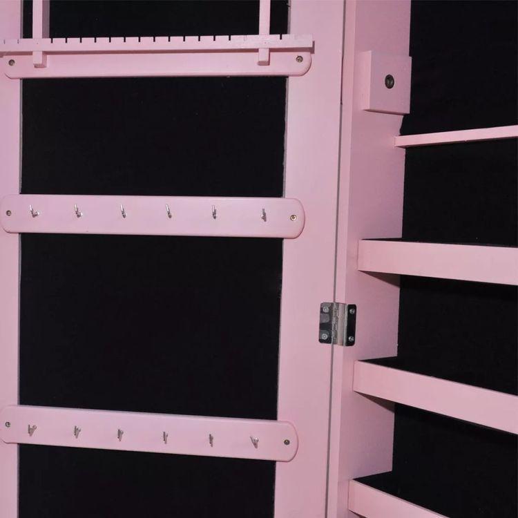 Różowa wolnostojąca gablotka na biżuterię podświetlana z lustrem