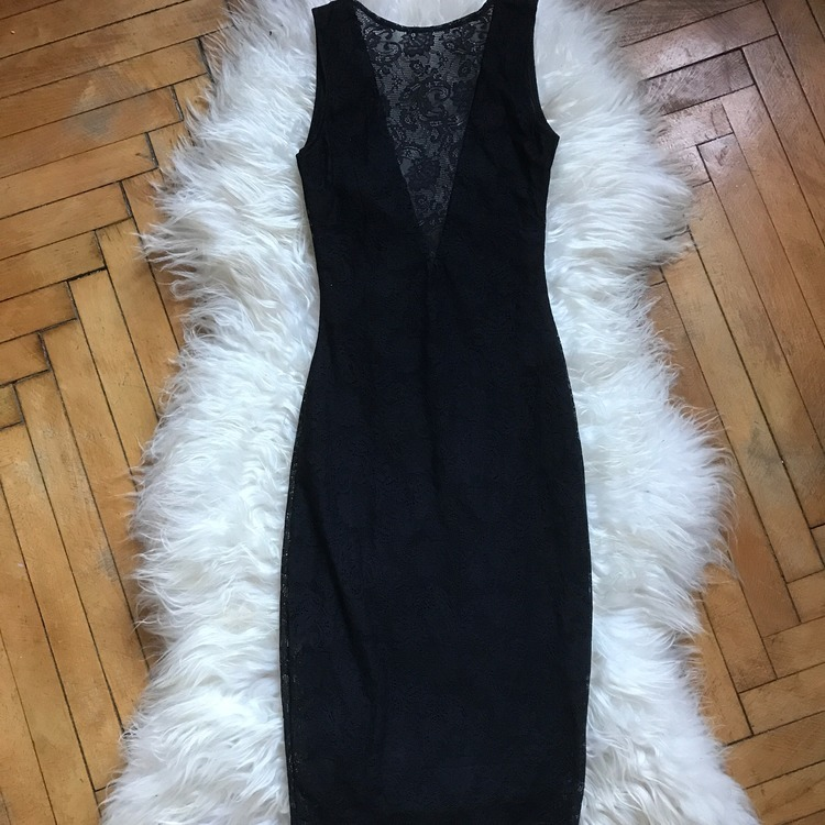 Koronkowa sukienka Dresstination