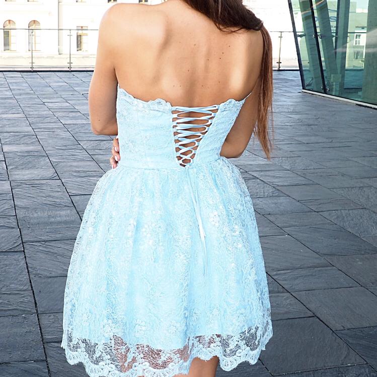 Piękna koronkowa sukienka